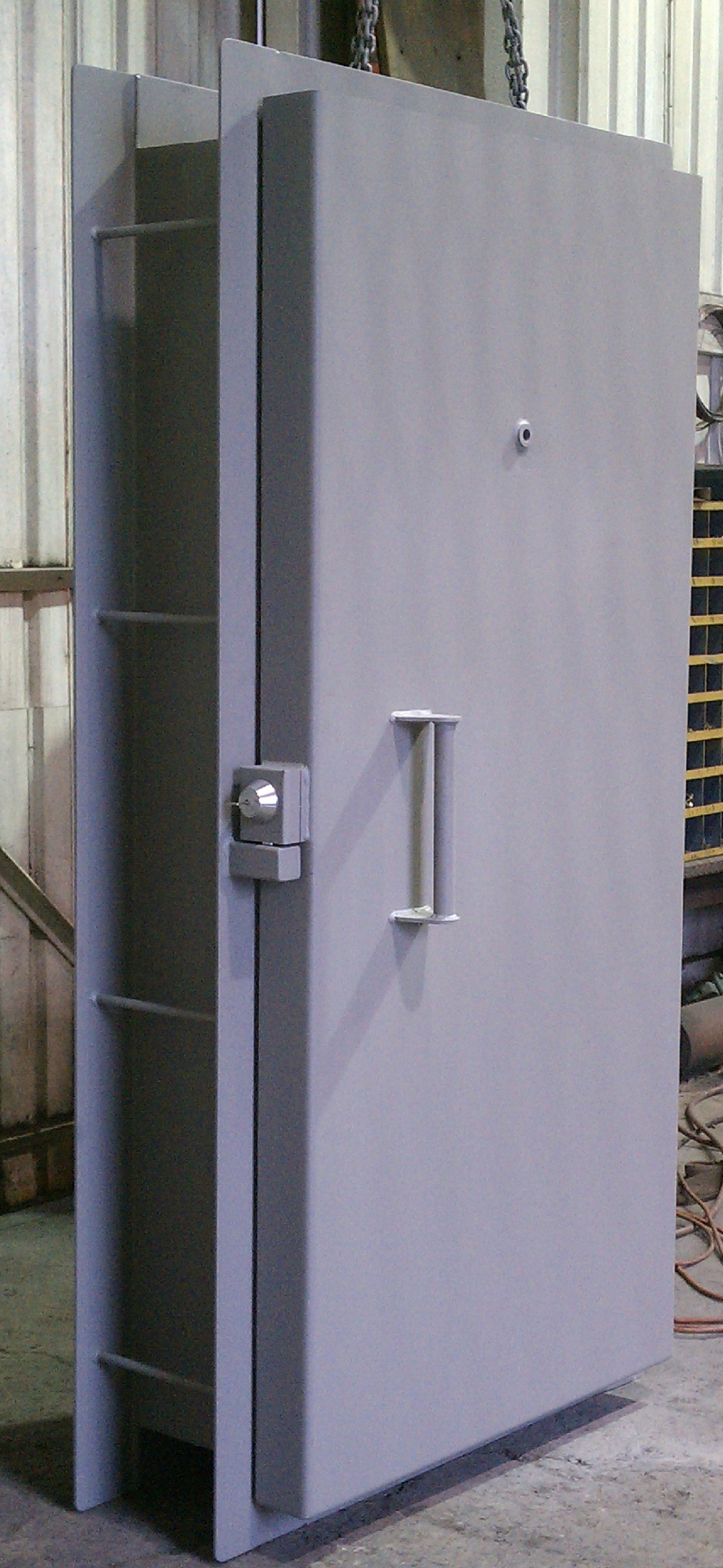 Options & Single leaf blast resistant doors