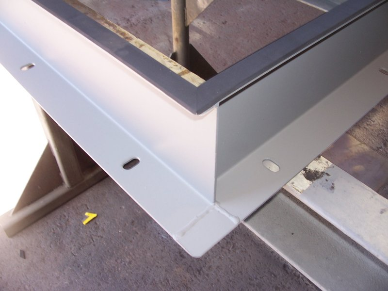 Flat hatch mounting slots