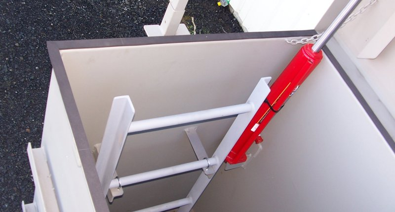 Escape jack and internal ladder